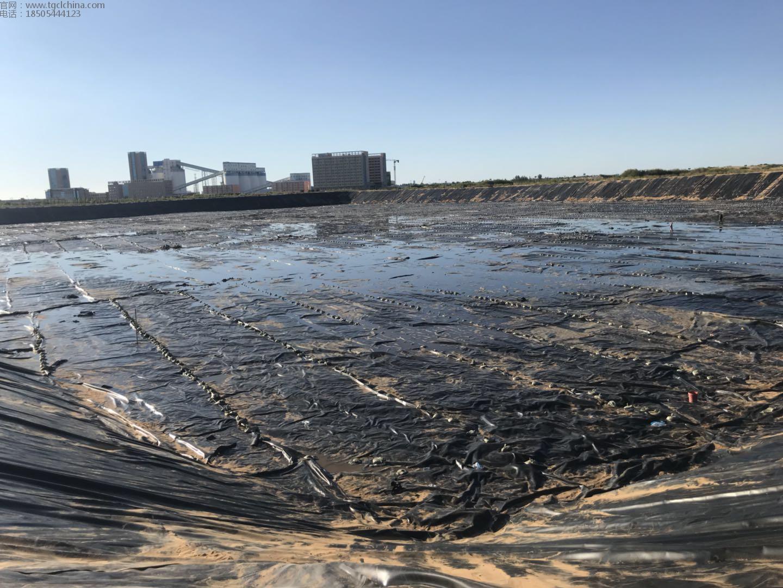 鄂尔多斯市中煤煤矿,污水池防渗工程,采用鑫宇土工材料1.0mm高密度聚乙烯防渗土工膜防渗