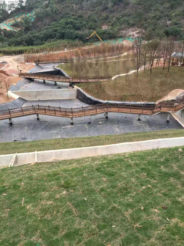 广东景观和河道湖泊工程采用我司鑫宇土工材料1.5mm土工膜进行防渗基础
