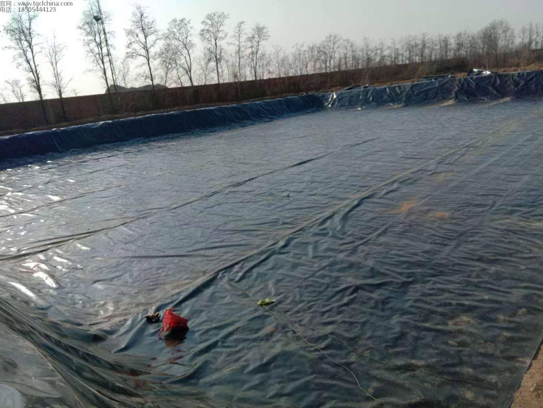 鹤壁污水池防渗膜铺设中,鑫宇1.0mm土工膜铺设焊接客户满意