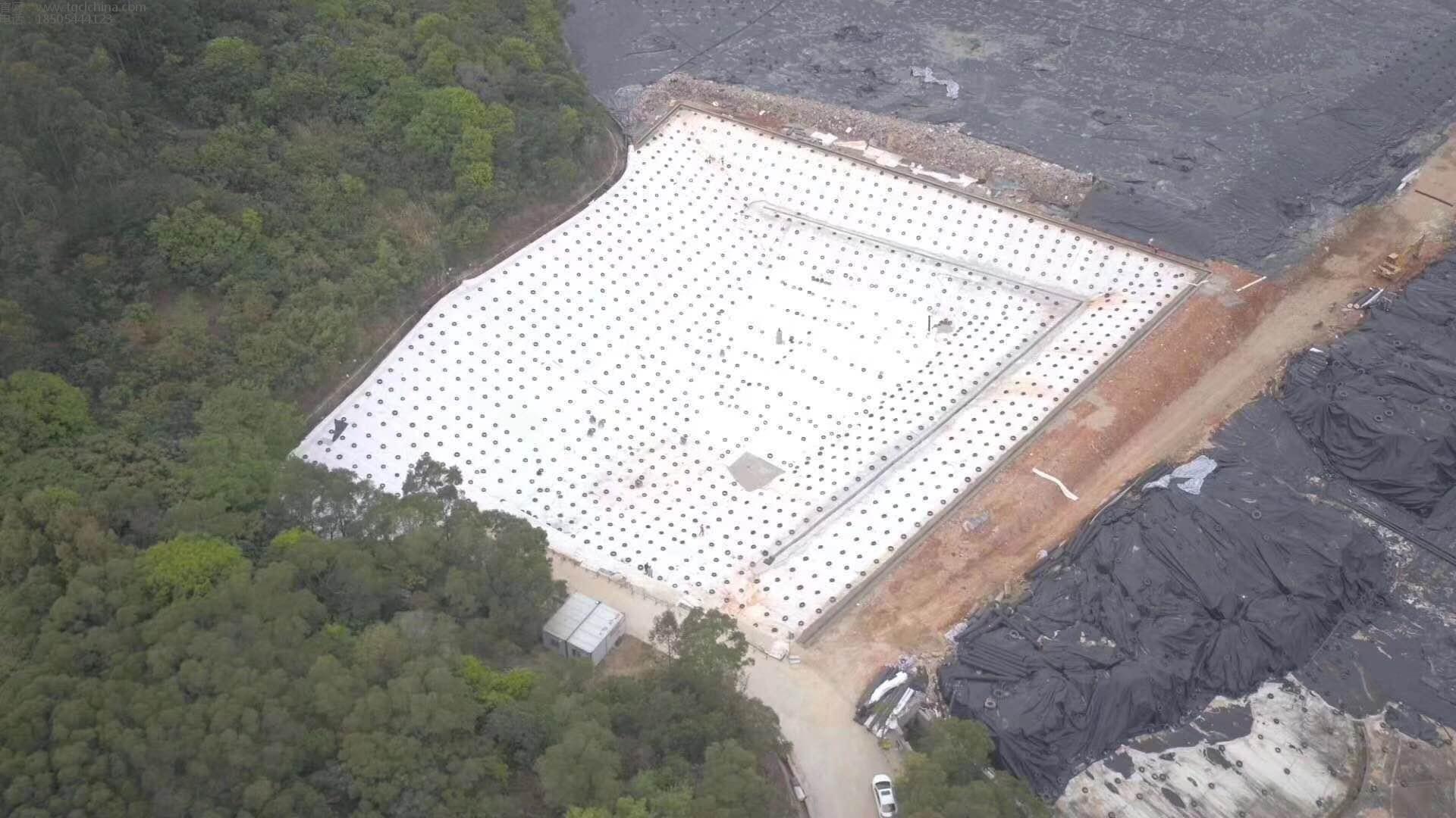 四川垃圾场施工现场采用土工膜,长丝土工布,防水毯,复合排水网