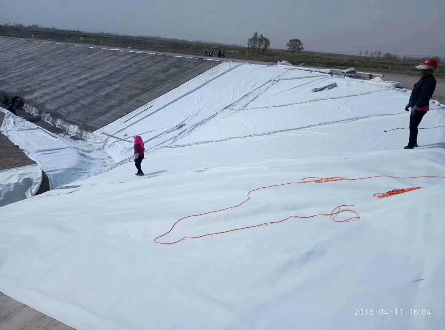 兰州人工湖采用复合土工膜防渗