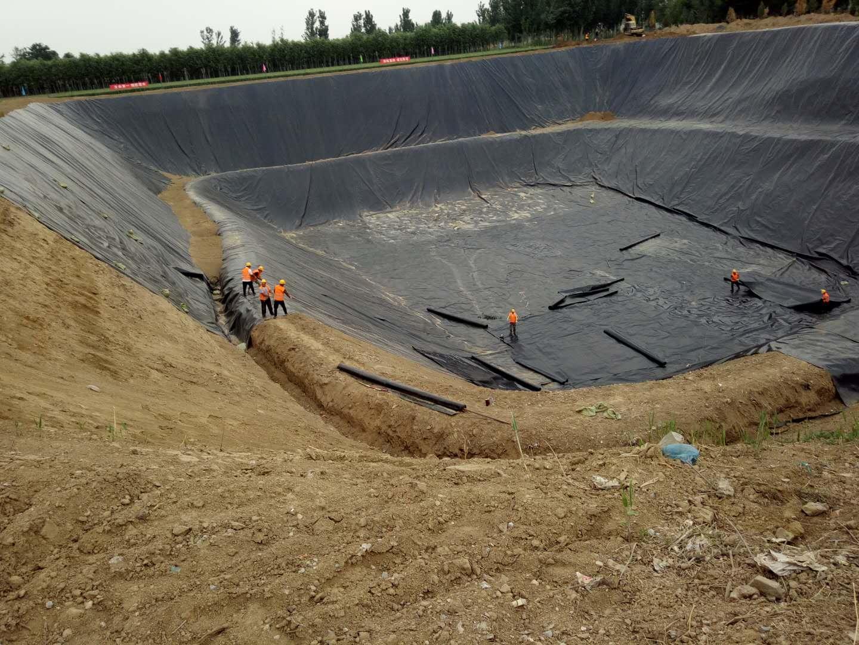 河北保定污水处理工程采用1.2mm1.5mm土工膜做双层防渗