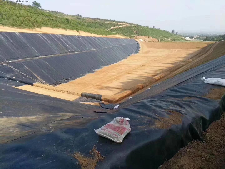 非常标准的垃圾填埋场案列,采用1.5mm高密度聚乙烯土工膜,长丝土工布,防水毯等
