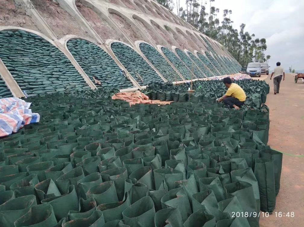 客户回传现场使用生态袋情况,生态袋用于护坡工程