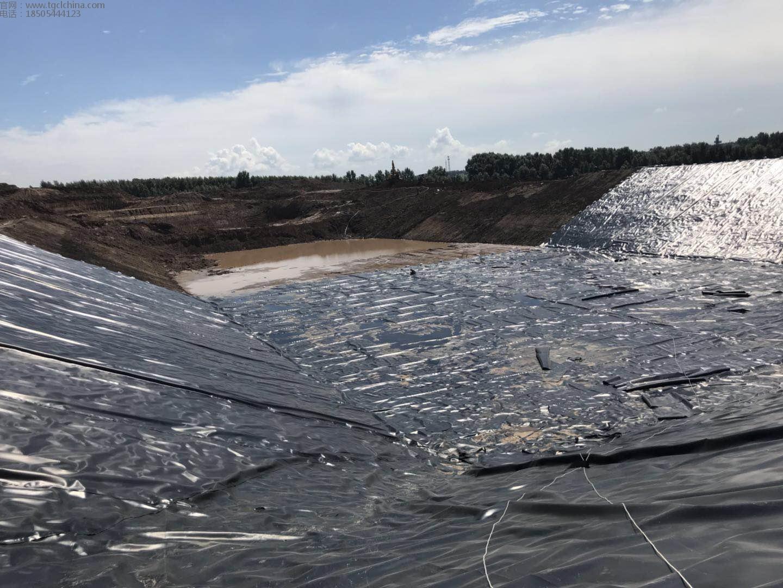 垃圾场调节池采用鑫宇土工材料生产1.5mm城建土工膜